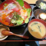 海鮮居酒屋の海鮮漁師丼【どまん中 赤坂店】