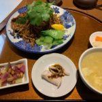 穴場中華料理店の麻辣黒醋拌麺【月居 赤坂】